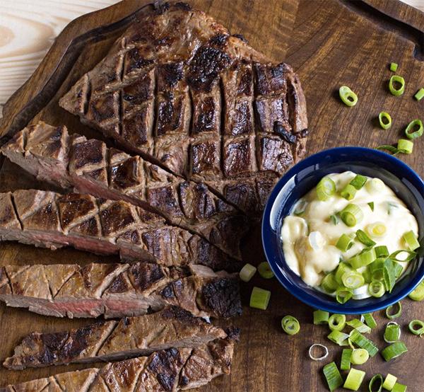 Секреты идеального стейка: зачем надрезать мясо