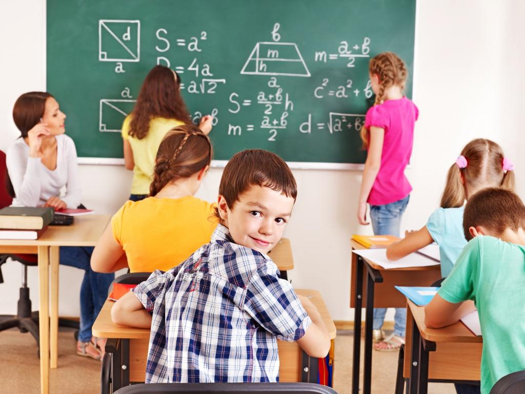 Медиагруппа «Патриот» провела конференцию на тему «пятидневки» в школах Петербурга