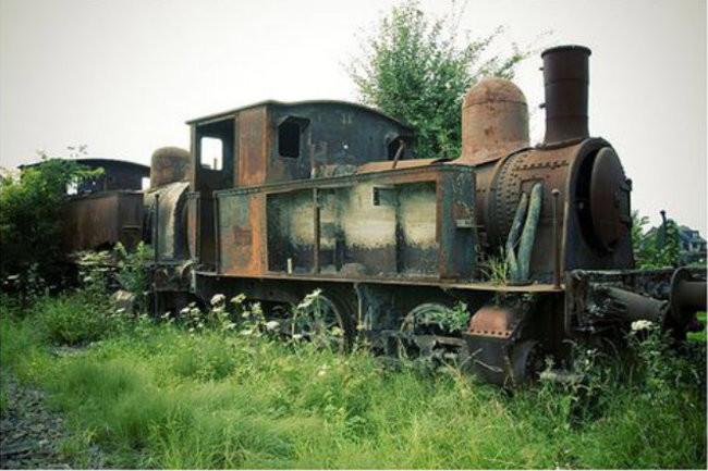 Старый поезд заброшенное, природа, разрушение, цивилизация