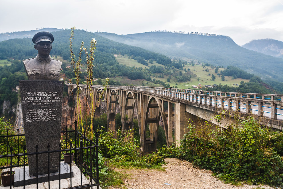 памятник поручику Божидару Жугичу