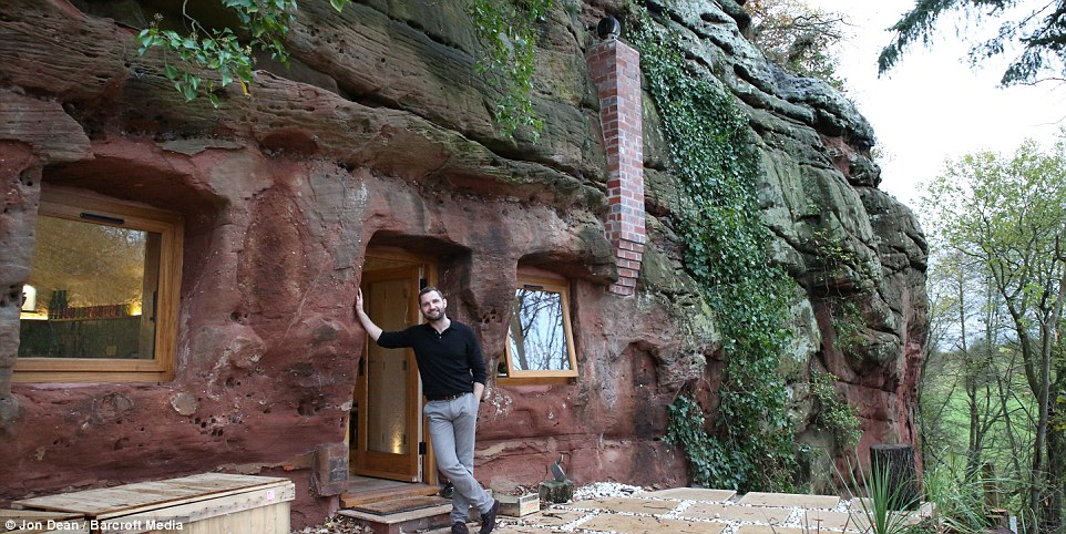 Пещерный человек наших дней: мужчина превратил пещеру возрастом в 250 миллионов лет в уютное жилище с канализацией, полами с подогревом и доступом в Интернет