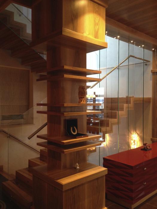 Устройство лестницы в загородном доме. Пестово