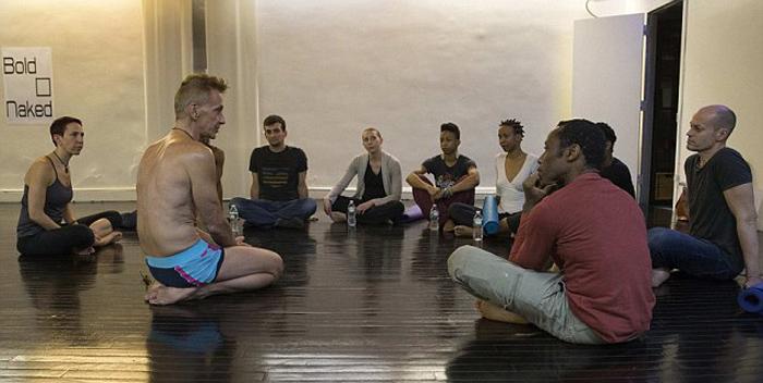 Йога без одежды: студия йоги в Нью-Йорке утверждает, что нагота укрепляет уверенность в себе