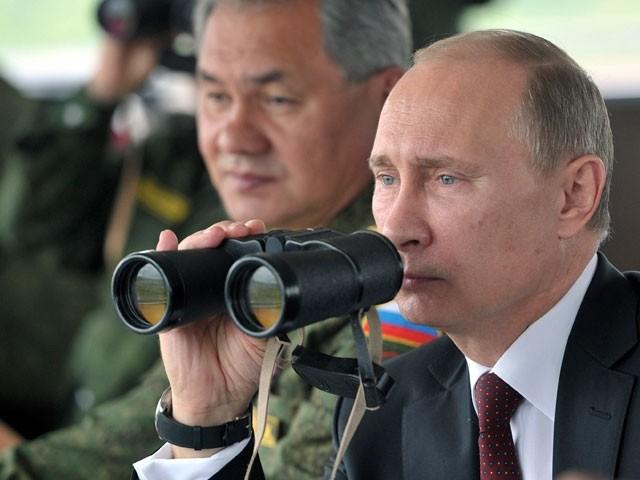 Владимир Путин приказал привести в полную боеготовность Северный флот, ряд соединений ЗВО и ВДВ