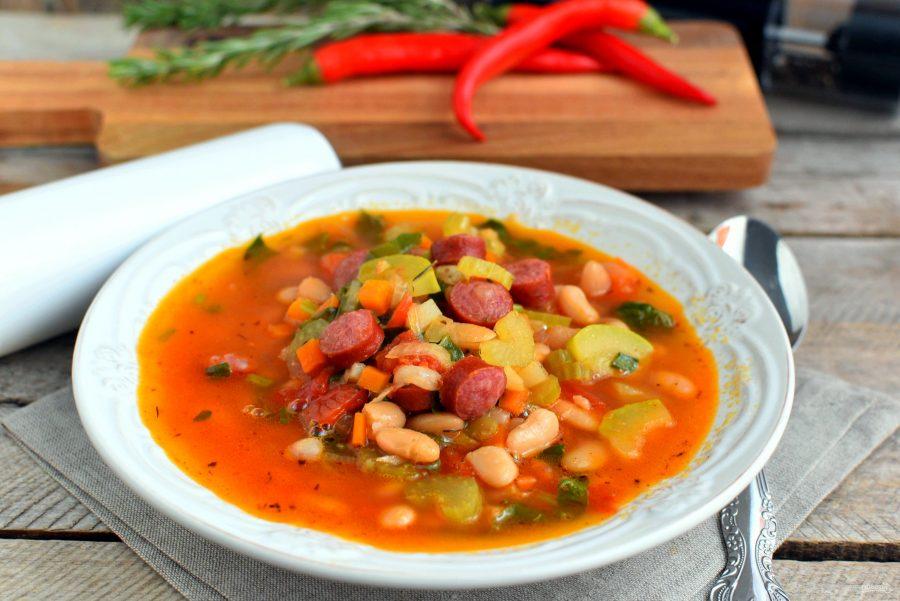 Овощной суп с колбасками