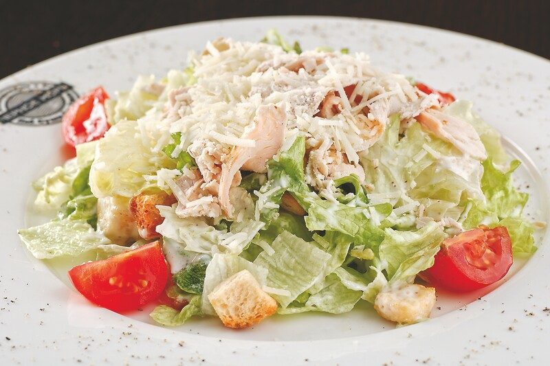Салат цезарь с курицей классический простой рецепт пошагово