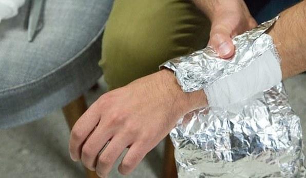 Супер способ как избавиться от любых болей: лечение фольгой