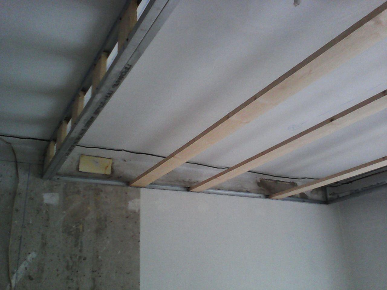 В каркас из металопрофиля пришлось помещать деревянные доски,для крепления панелей МДФ с помощью кляммеров. ремонт, рукожопие, японский стиль