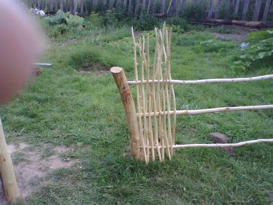 Сделать плетеный забор своими руками