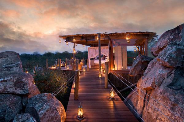Эффектные деревянные бунгало под открытым небом в ЮАР.