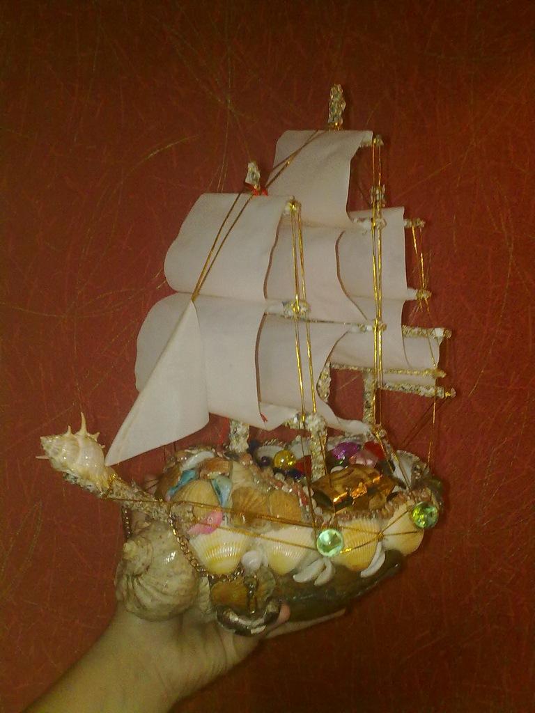 корабль на кокосовой основе