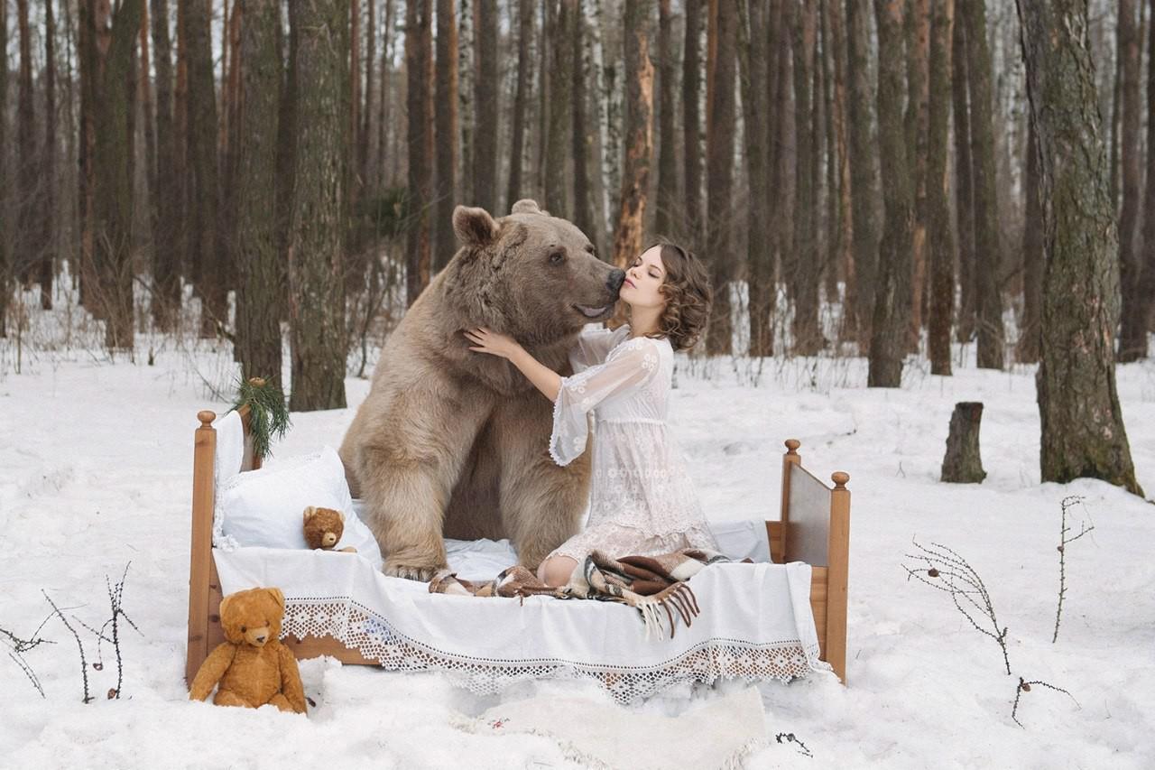 Скандальная фотосессия русских девушек с медведями возмутила Британию