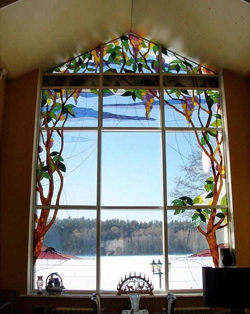 Витражные окна.