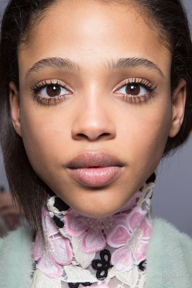 Модный естественный макияж 102