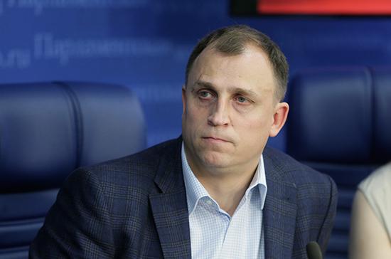 """Член Комитета Госдумы по труду предложил вывести из тени """"20 миллионов тунеядцев"""", которые не платят взносы в соцфонды"""