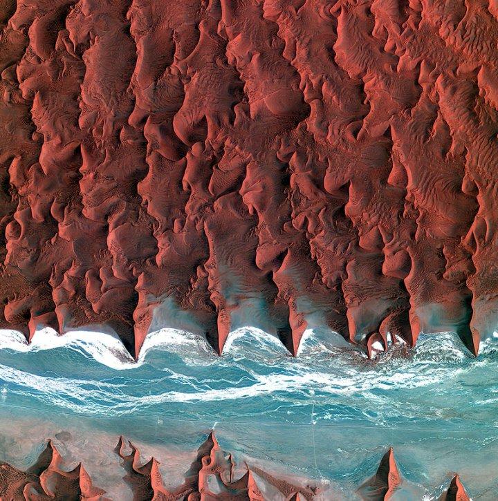 18 потрясающих снимков из космоса, показывающих, удивительную палитру Земли
