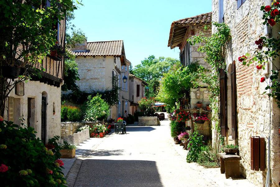 Pujols - одна из самых красивых деревень Франции