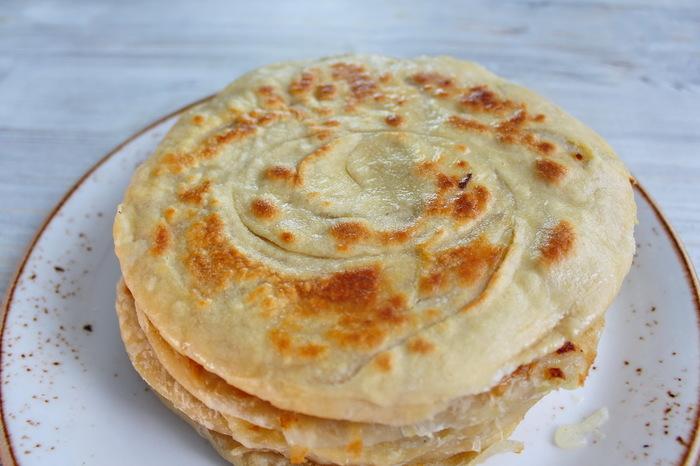 Катлама с луком. Узбекские слоеные лепешки на сковороде. Еда, Видео рецепт, Рецепт, Лепешки, Узбекская кухня, Катлама, Кулинария, Видео, Длиннопост