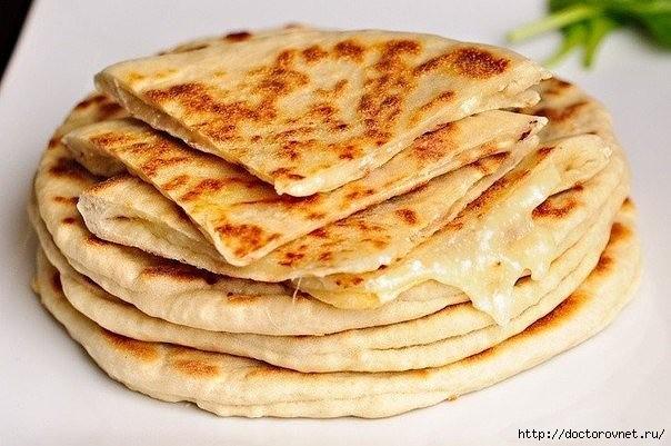 Хачапури с сыром и вареным яйцом. Вкусный и экономичный рецепт