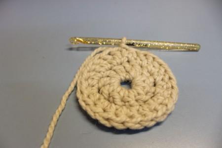 Берет, вязанный крючком