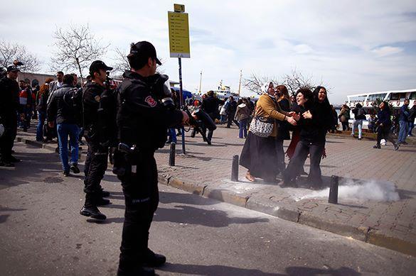 Турки расстреляли резиновыми пулями митинг женщин к 8 марта