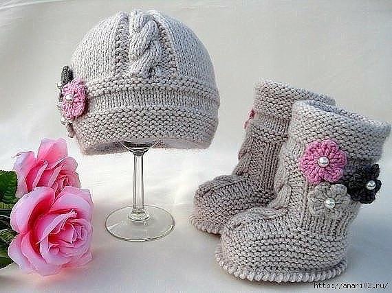 Пинетки и шапочка малышам спицами