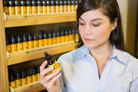 Быстродействующие простые аптечные средства от отеков и морщин