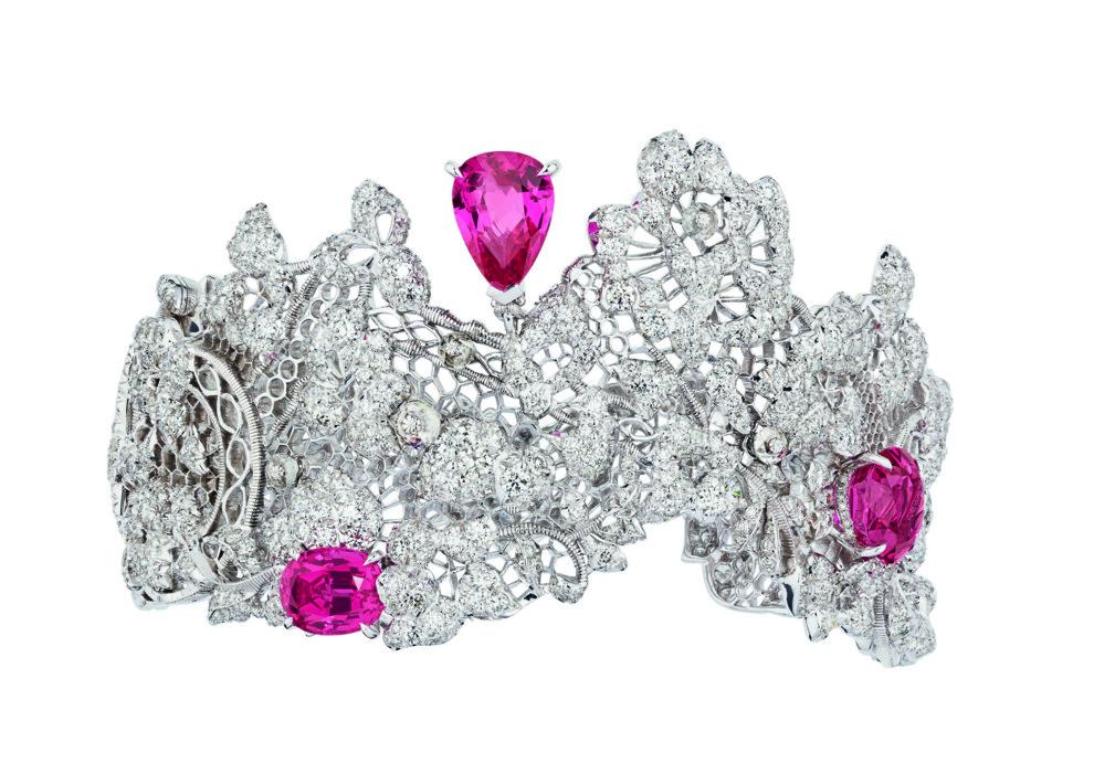 Мир кружева: новая коллекция украшений Dior