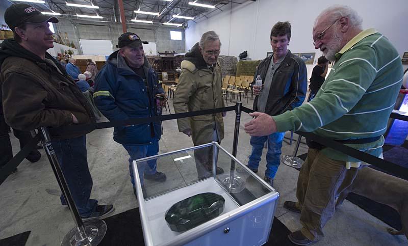 99d416cb Самый большой в мире изумруд размером с арбуз больше не продается