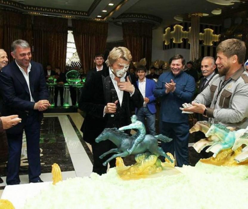Кадыров размазал торт по лицу Баскова