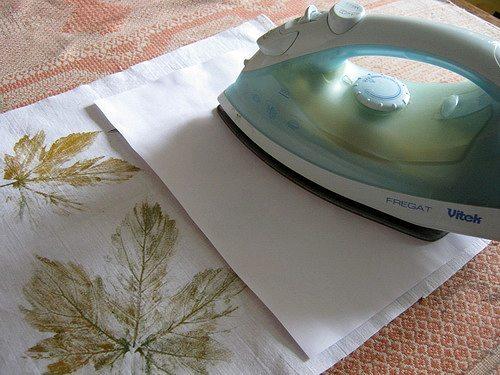 дополнительно закрепляем краску штампов утюгом через бумагу