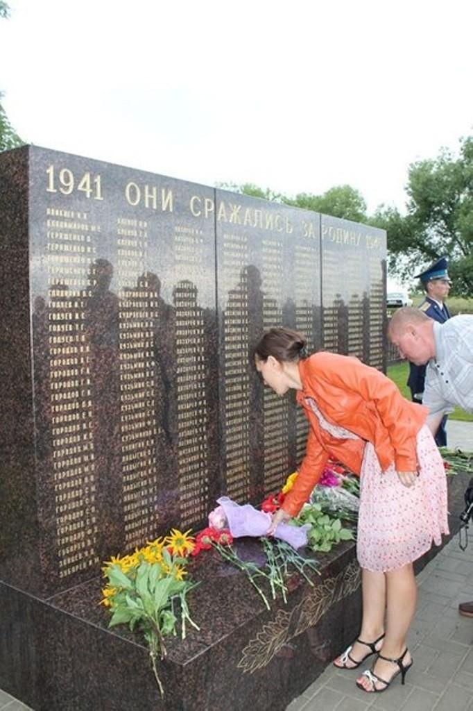 Белгородец на свои деньги установил в родном селе памятник защитникам