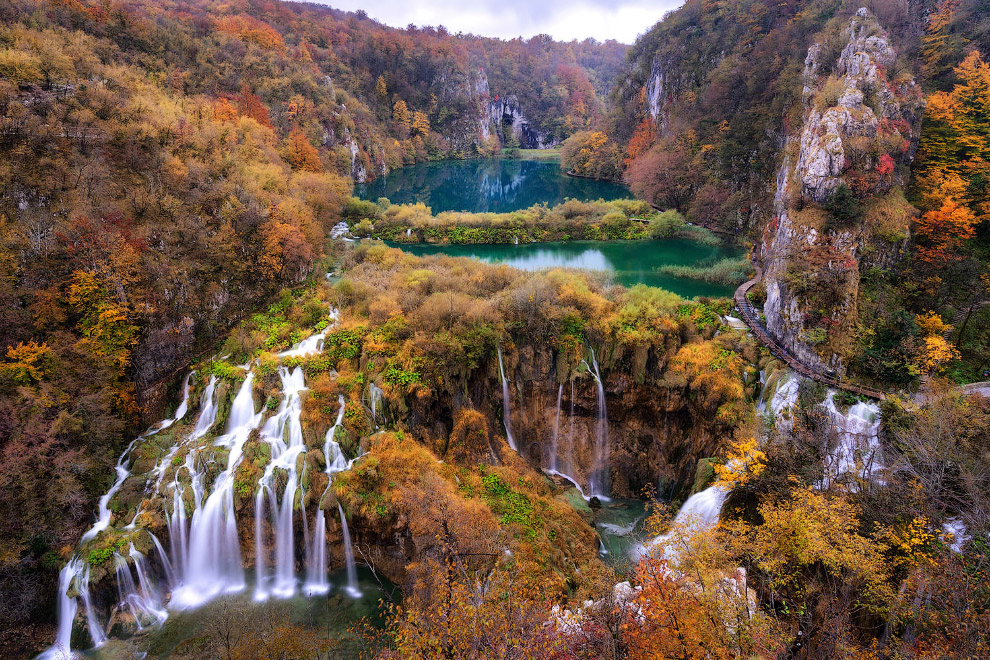 Знаменитый национальный парк Плитвицкие озёра в Хорватии