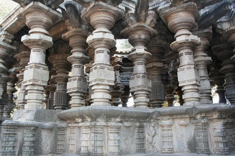 Впечатляющие технологии древних предков: комплекс Шраванабелагола в Индии