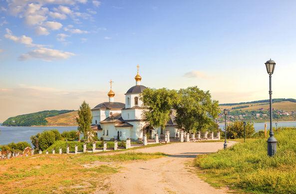 Названы самые популярные у туристов деревни России