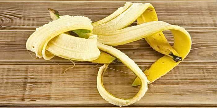Как из банановой кожуры сделать удобрение для комнатных растений, польза и способы заготовки