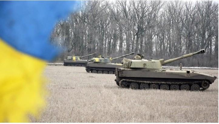 ВСУ перебросили в Донбасс САУ, боеприпасы и бронетехнику