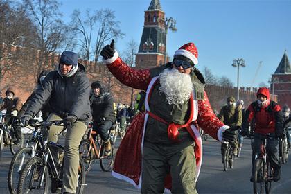 Коммунисты внесли в Госдуму законопроект об отмене новогодних каникул