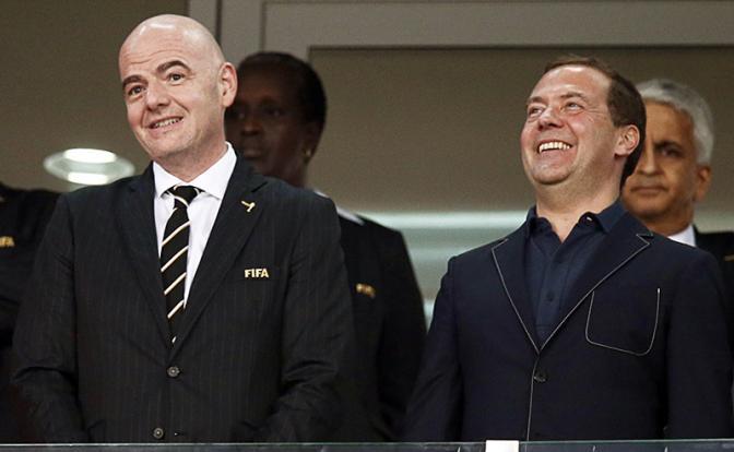 На фото: президент FIFA Джанни Инфантино и премьер-министр РФ Дмитрий Медведев (слева направо)