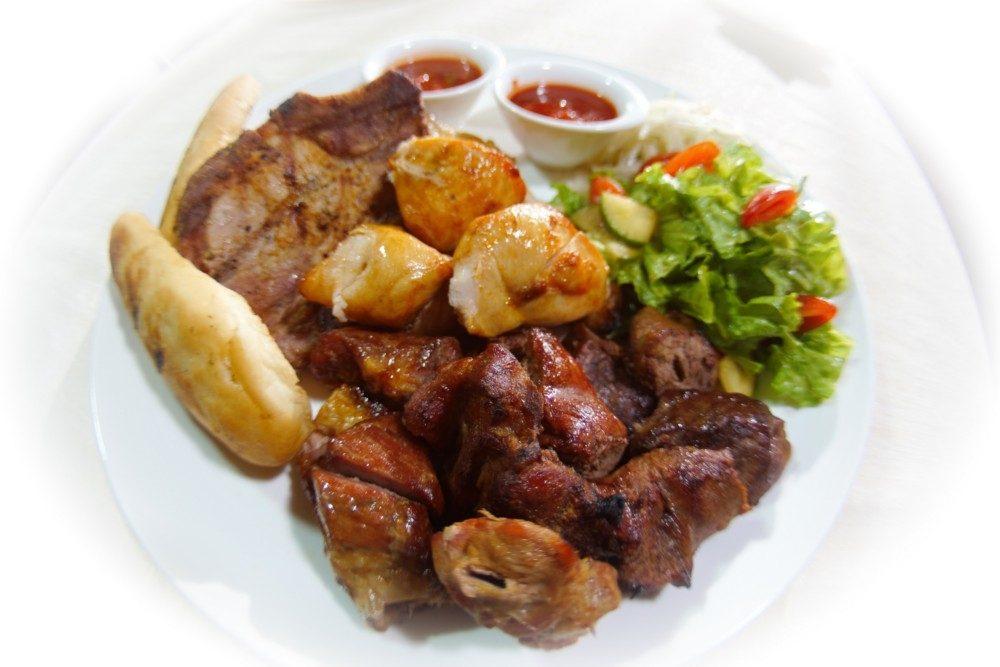 Мясное ассорти в духовке