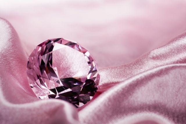 Редкий розовый бриллиант весом 19 карат выставлен на торги Christie's