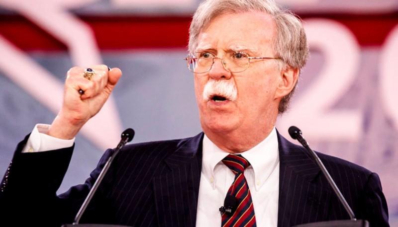 Болтон обвинил Китай в копировании российских вооружений