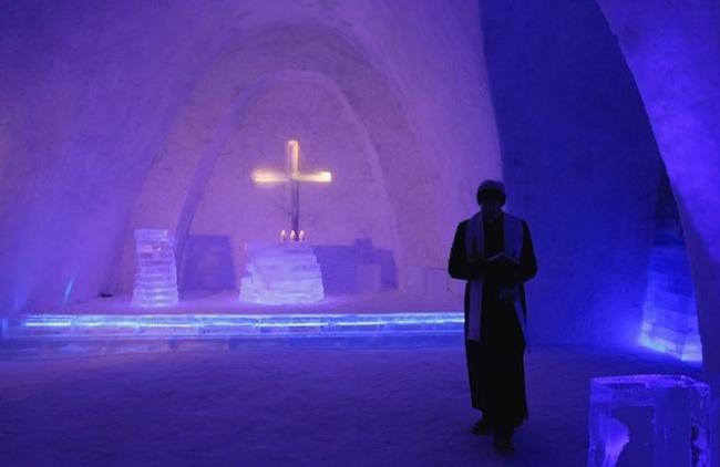 Церковь из снега и льда (5 фото)