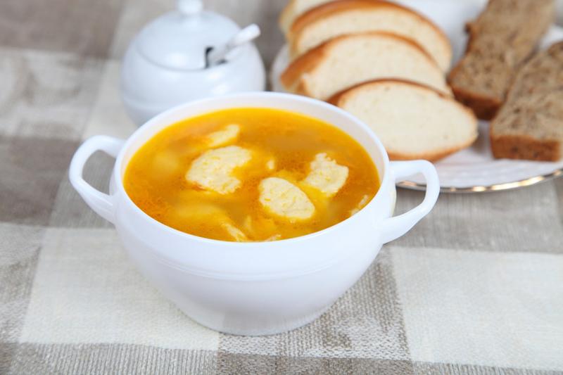Быстрый куриный суп «Лентяй» с сырными рулетами