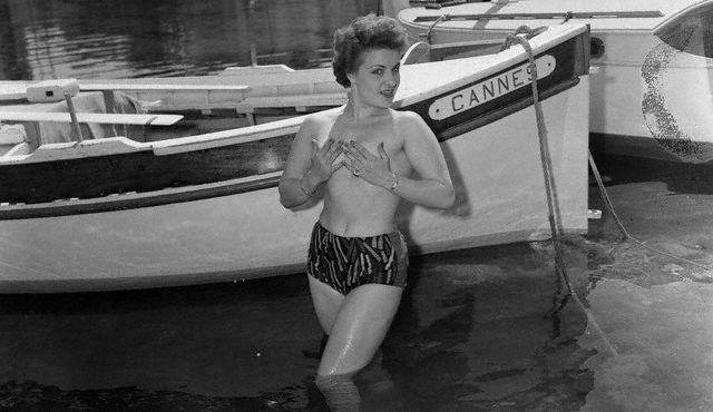 Portrait of Topless Ginette Rolland 1956 (640x370, 41Kb)