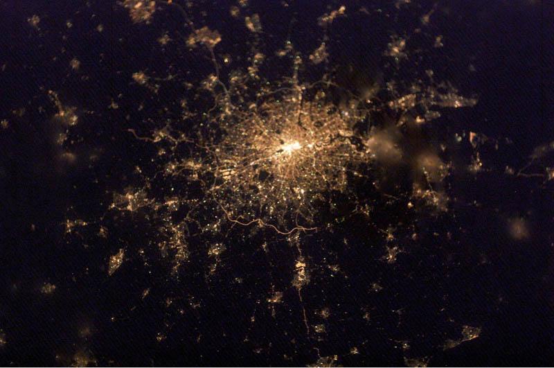 288 Ночь на планете: 30 фото из космоса