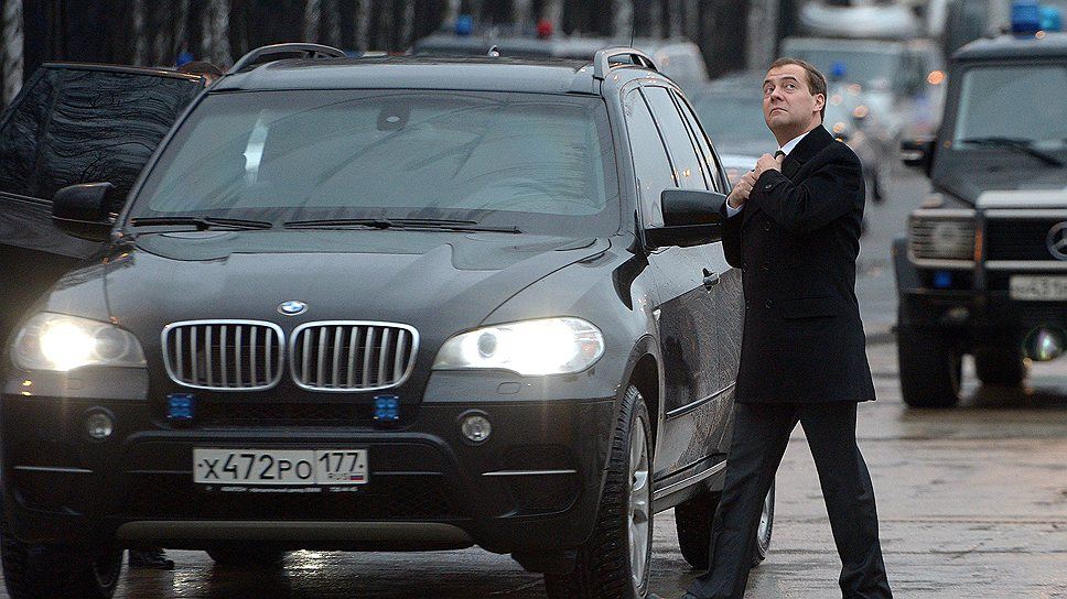 На каких машинах ездит Дмитрий Медведев?