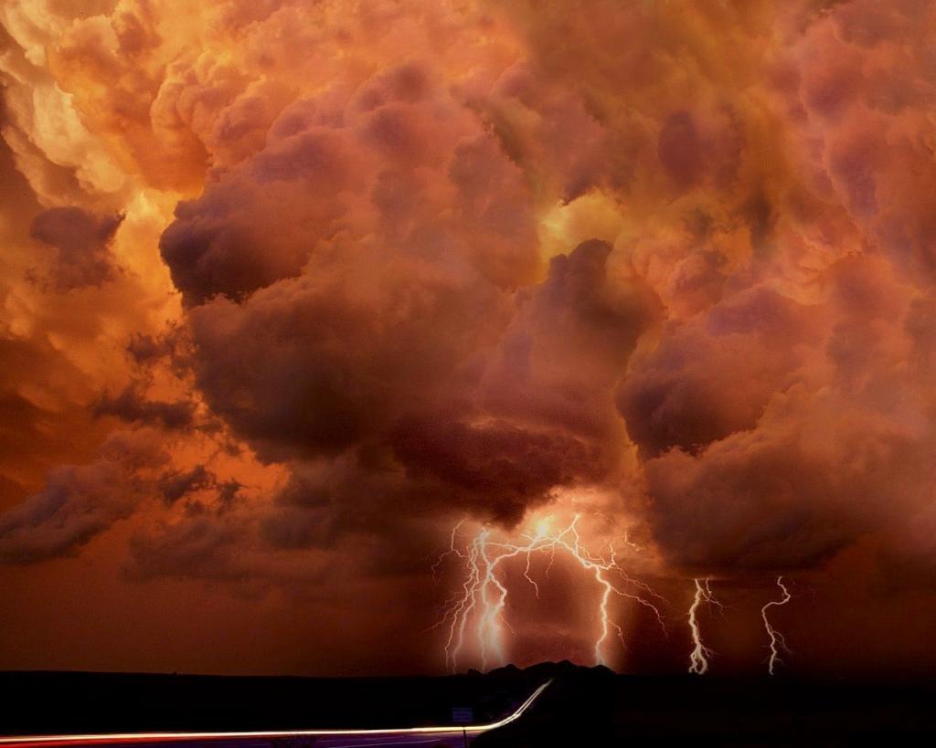 3631 Ураганы и смерчи в фотографиях