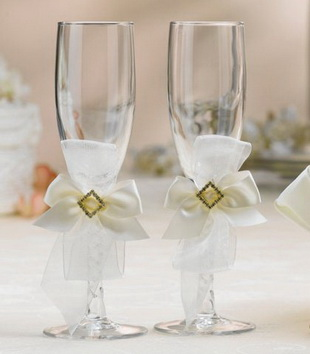 Дизайн свадебных бокалов своими руками - бант из лент