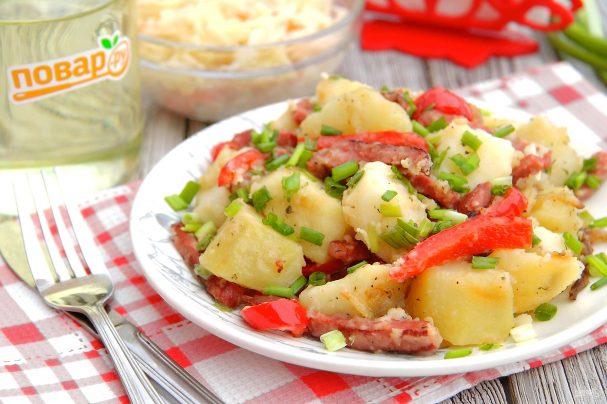 Картофель с копченой колбасой